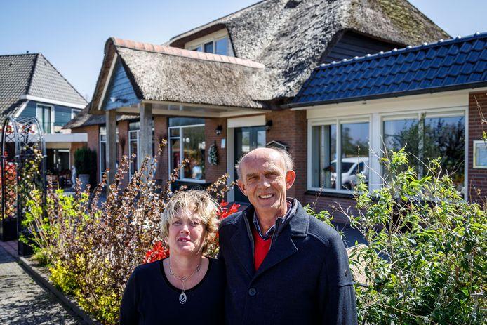 Kathinka en Jan Beenen kunnen hotel De Harmonie uitbreiden dankzij interventie van de Raad van State, die 'schoonheidsfoutjes' van de gemeente Steenwijkerland verbetert.