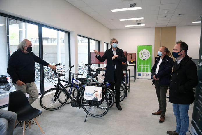 Vzw Velo opende een Fietspunt aan UZ Leuven campus Gasthuisberg.