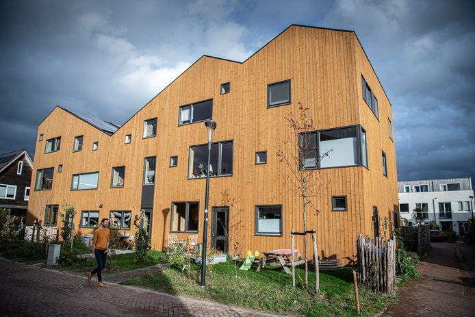 In de Nijmeegse wijk Plant je vlag staan veel houten huizen, zoals dit rijtje ontworpen door Lidewij Lenders van architectenbureau Maatworks.