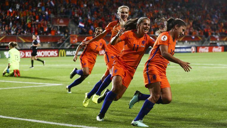 De vrouwen van Oranje juichen om de 2-0 Beeld anp