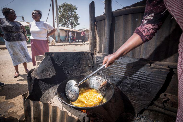 Er is veel vet eten voor handen in de sloppenwijken rond Nairobi. Foto: Sven Torfinn Beeld