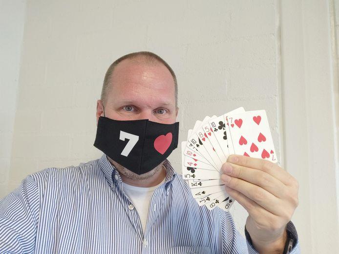Maarten Nijenhuis draagt een magisch mondkapje.