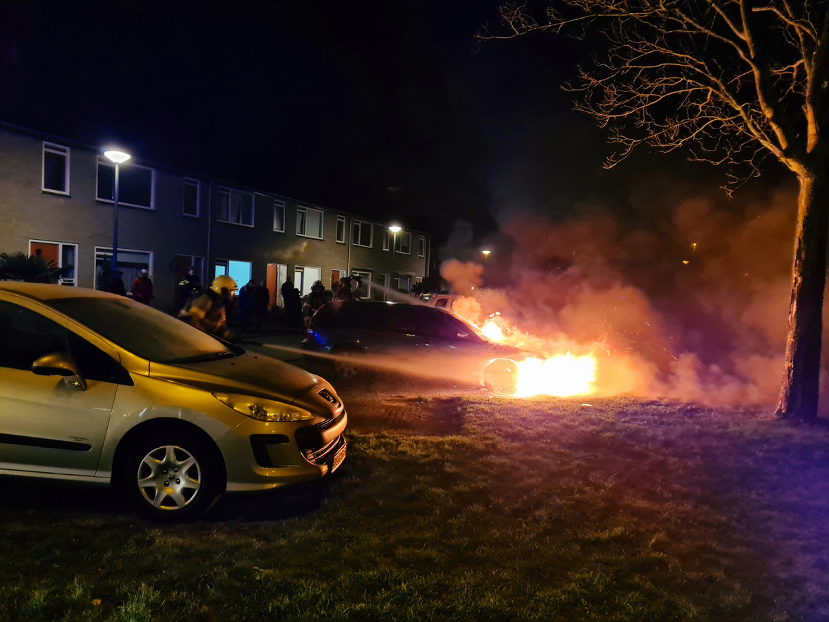 Auto brandt uit in Drunen