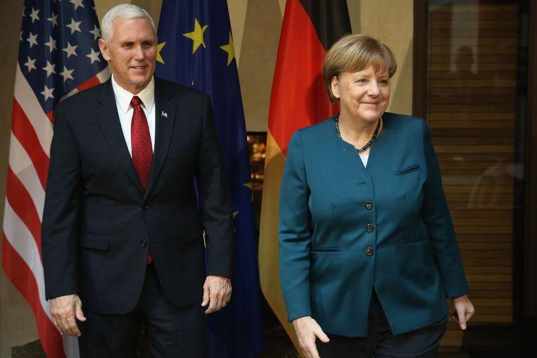 Amerikaans vicepresident Mike Pence en bondskanselier Angela Merkel. Beeld Getty Images