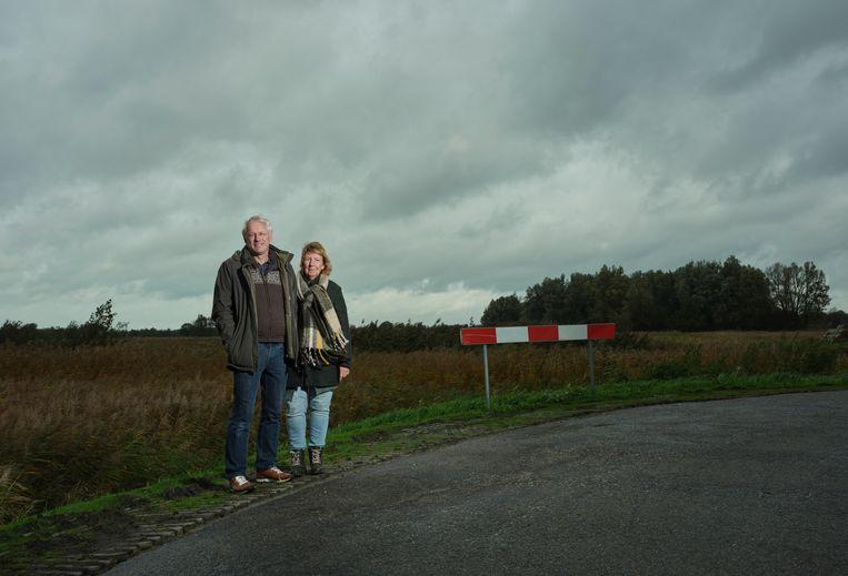 Sonja Teunis-Noordam en Dick Teunis hebben samen al 38 jaar een abonnement op de Volkskrant.  Beeld Erik Smits