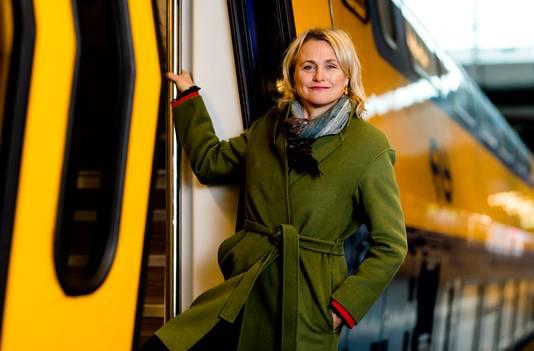 Marjan Rintel, de aanstaand president-directeur van de Nederlandse Spoorwegen, wil reizigers verleiden over te stappen van het vliegtuig naar de trein voor kortere afstanden.