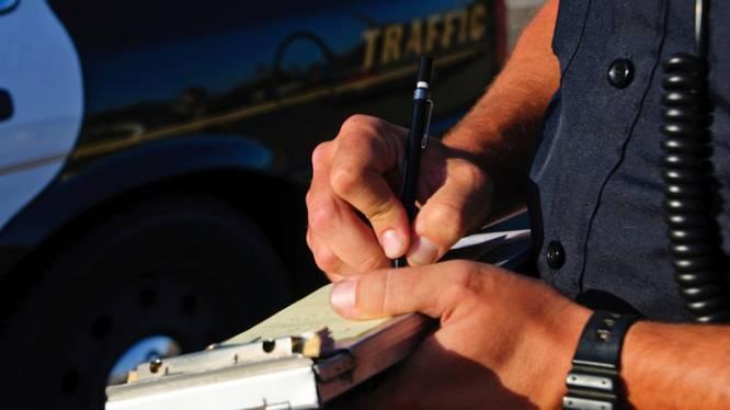 Man (19) aangehouden voor bezit van wapenstok en illegaal vuurwerk in Waalwijk