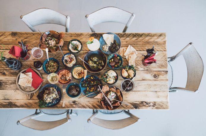 Dalilah Mahassine en Hanne Couderé openen Libanees restaurant Yalla Yalla in Berchem.