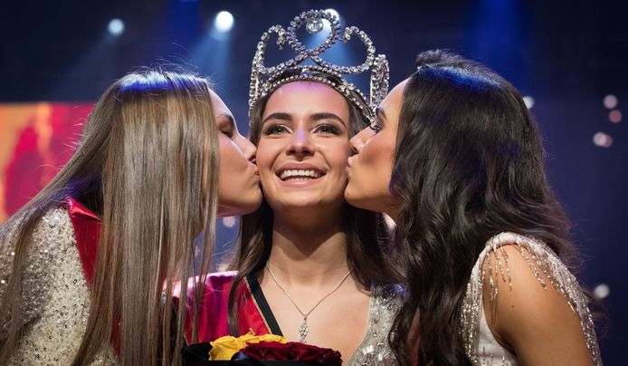 Miss België Elena Castro Suarez (midden) zoekt een opvolgster