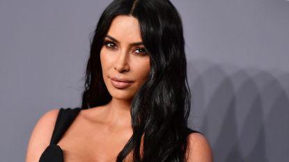Kim Kardashian laat haar licht schijnen over frauderende eliteouders