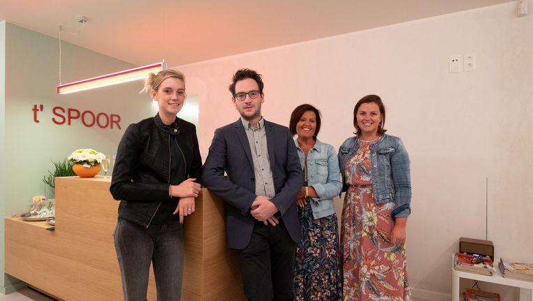 Bram Peeters is blij om samen met Evelien Van Hoeymissen (psychologe), Wendy Emmerechts, (praktijkassistente) en Magali Nyssens (audiologe) 't Spoor te betrekken.
