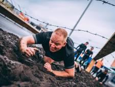Kruipen door de modder, springen over vlammen: obstacle run in Apeldoorn voor het goede doel