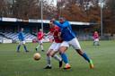 Moreno Schoenmakers in actie voor AGOVV. De spelers vertrekt per direct.