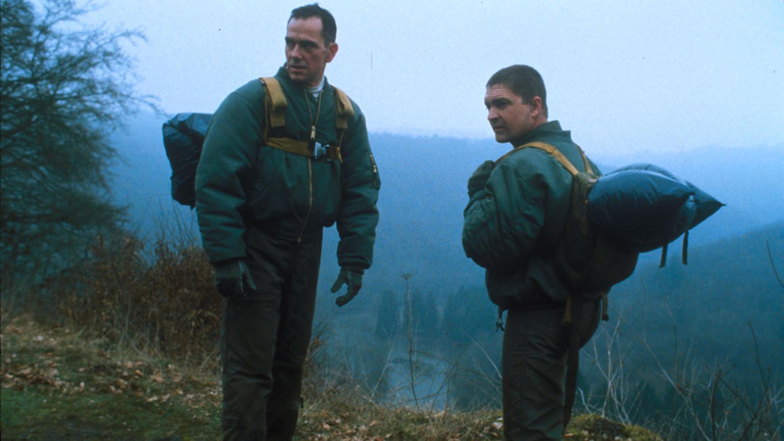 Gene Bervoets (als Peter 'Ace' Segers) en Tom Van Bauwel (als Stef 'Junior' Van Looy) in 'Windkracht 10'