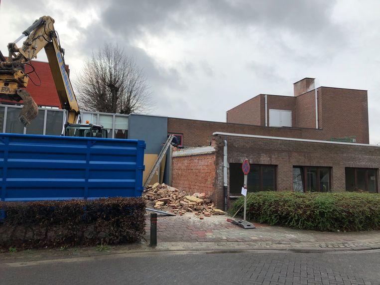 De voormalige bibliotheek in de Sellaerstraat in Melsbroek wordt afgebroken.
