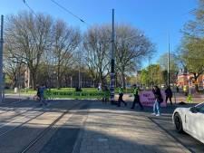 Extinction Rebellion voert actie bij Haarlemmermeerstation: 'Geef aarde voorrang'