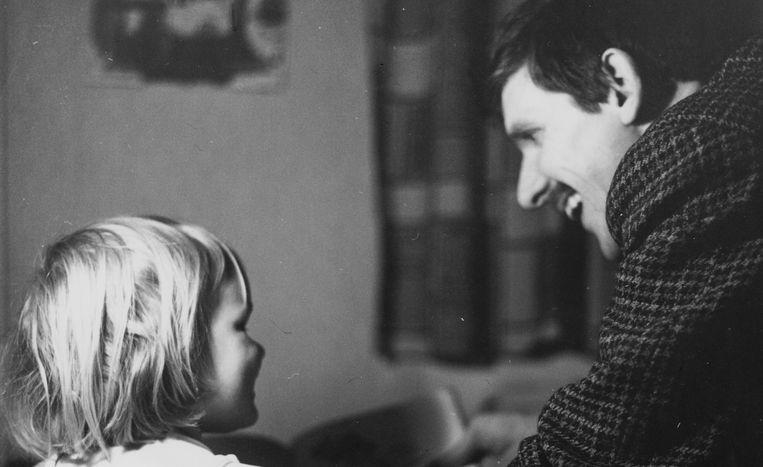 Signe Zeilich-Jensen met haar vader. Beeld vpro