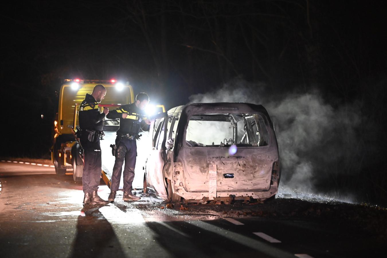 Agenten concluderen dat een auto bij recreatieplas De Berendonck in Alverna niet in brand is gestoken.