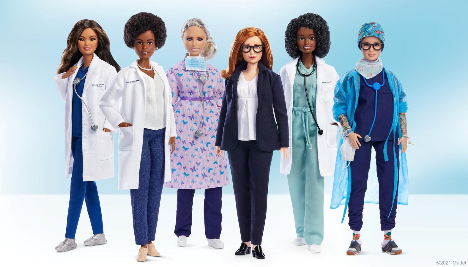 De vijf poppen die Barbie uitbrengt, om vrouwelijke medewerkers in de strijd tegen de het coronavirus, te eren.