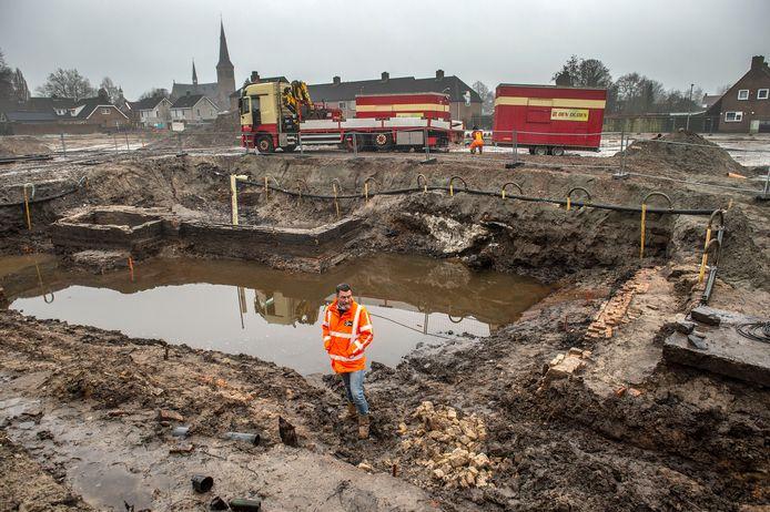Projectmanager Sander Lodewikus van het Traais Energie Ccollectief bij de opgravingen.