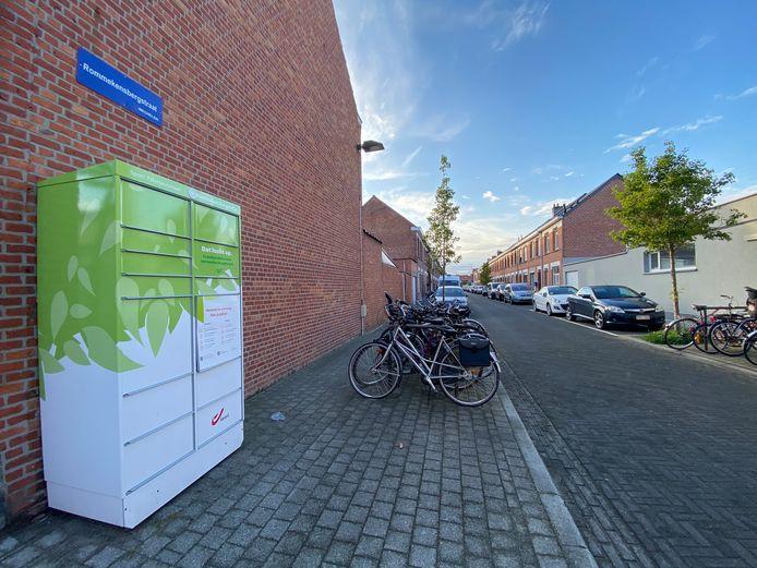 MECHELEN - De automaat van Bpost op kruispunt van de Rommekensbergstraat met de Holmlei in Mechelen