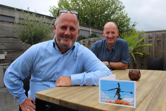 Schepen Christophe De Waele en burgemeester Luc Vandevelde bij de lancering van de Eeklobon.