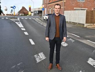 """Nieuw fietspad over een afstand van 1,5 kilometer in de Moorsledestraat: """"Oversteekplaats ter hoogte van de rotonde Broodseinde wordt duidelijker en veiliger"""""""