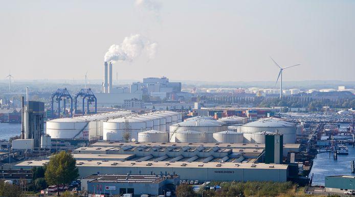 De haven van Amsterdam naast het terrein van de Hemwegcentrale, oktober 2019. Later dat jaar zou de kolencentrale dichtgaan.