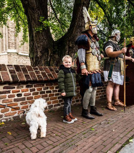 Romeinen in Elst trekken de aandacht: 4-jarige Rutger niet bij de 'ridders' weg te slaan