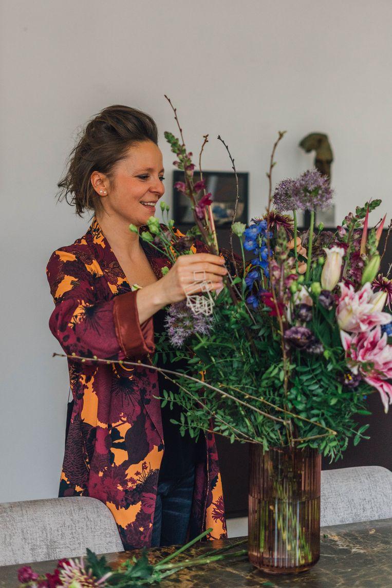 Beata zegt het met bloemen. Beeld hannelore veelaert