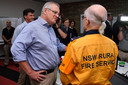 De Australische premier Scott Morrisson bezoekt het hoofdkwartier van de brandweer van New South Wales in Sydney.
