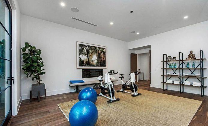 Er is genoeg plek voor fitnesstoestellen.