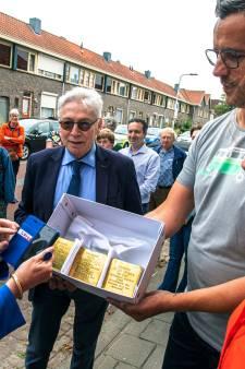 Negen nieuwe struikelstenen voor Joodse Tilburgers: 'Het komt hard aan, verhalen die zo dichtbij komen'