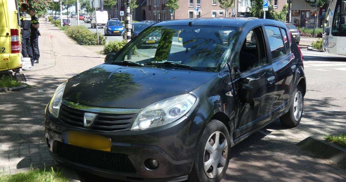 Ongeval tussen stadsbus en auto in Nijmegen.