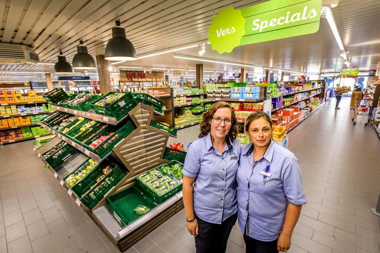 Laura en Joline bij de grotere versmarkt.