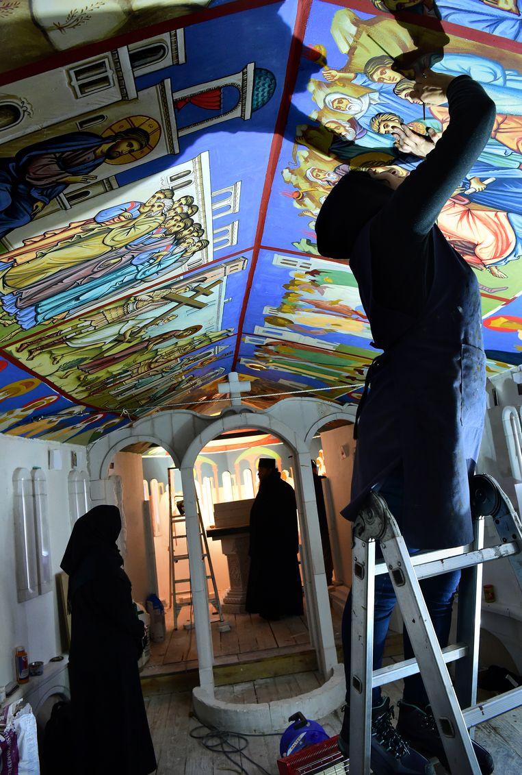 De fresco's op het plafond van het schip.  Beeld Marcel van den Bergh / de Volkskrant
