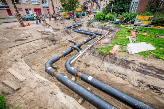 In Amsterdam-Noord heeft Nuon warmteleidingen aangelegd. In 2040 moeten zo 230.000 woningen duurzaam worden verwarmd.