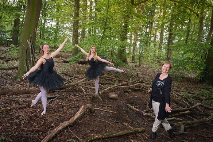 Nica Bonants (rechts) met ballerina's Froukje Stuurman en Merel Hoogvliet.