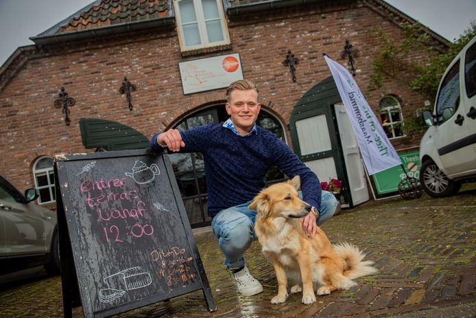 Max van Kasteren (19) is de nieuwe uitbater van het theehuis in Maasbommel.