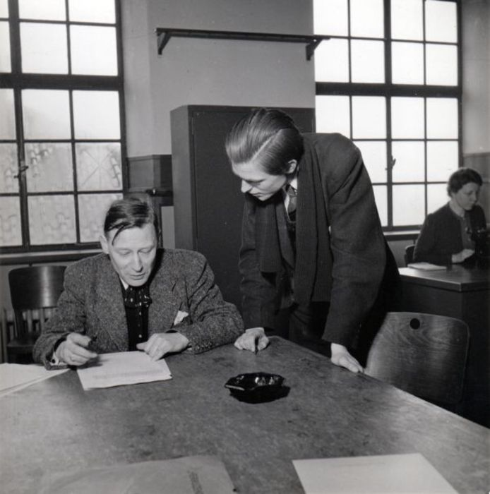 Radio Herrijzend Nederland. Zittend Antoon Coolen; staand Kees Middelhoff. archief Kees Nijsen