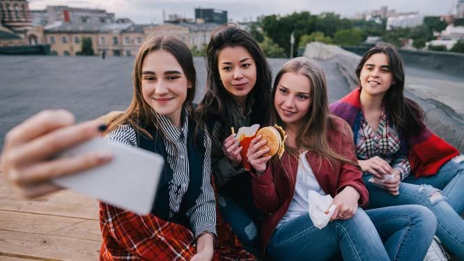 Waarom het beter is om 'maar' enkele goede vrienden te hebben in het middelbaar
