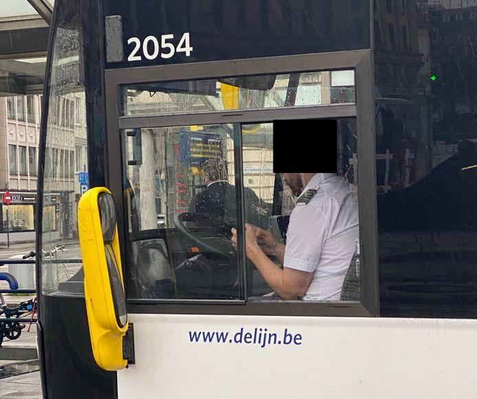 Het merendeel van de chauffeurs draagt geen mondmasker.
