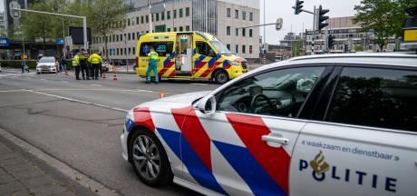 Scooterrijder gewond na aanrijding met auto in Rotterdam