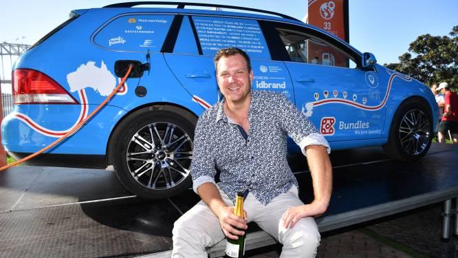 Record is binnen: Nederlander bereikt na drie jaar Sydney met elektrische auto