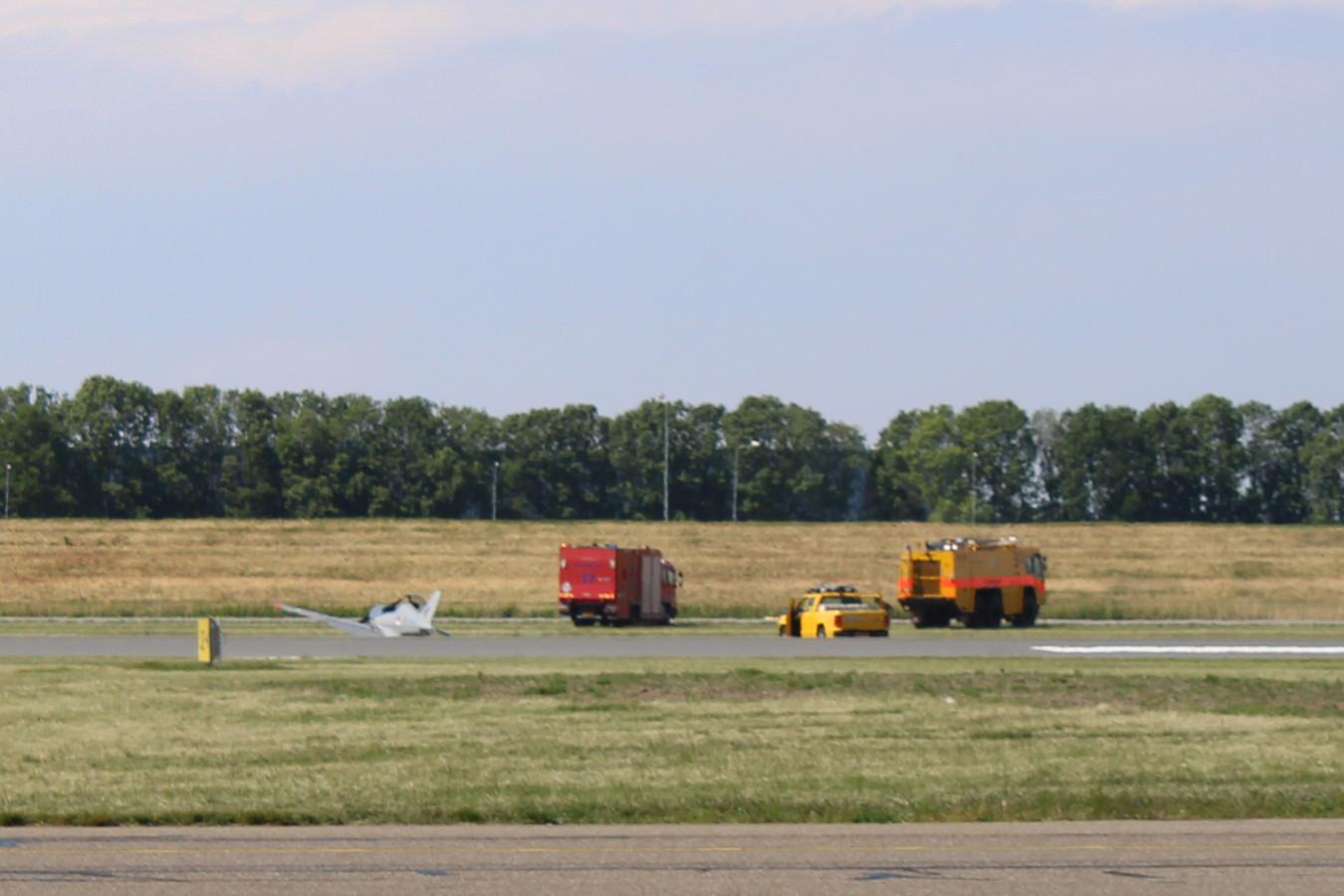 De piloten stapten ongedeerd uit.