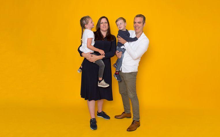 Karen van der Pauw en Werner Pellis, met hun kinderen Jill en Finn. Beeld Jörgen Caris
