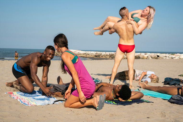 'We Are Who We Are' portretteert een groep tieners op een Amerikaanse legerbasis in Noord-Italië, en vooral hun zoektocht naar hun identiteit.  Beeld Lumière