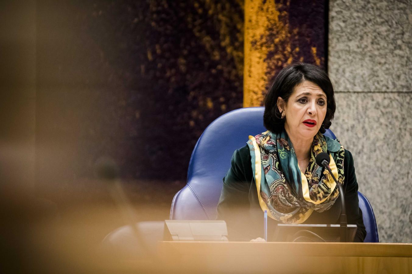 Kamervoorzitter Khadija Arib tijdens een debat in de Tweede Kamer