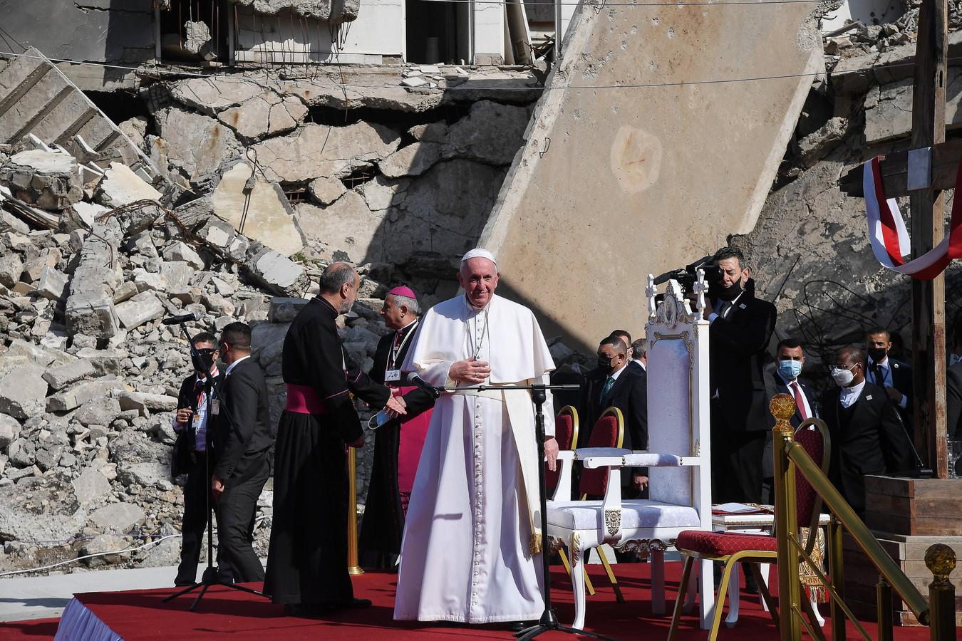 Paus Franciscus bidt voor de slachtoffers van de oorlog in Mosul.
