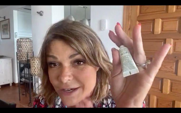 Goedele in de nieuwe videocampagne van Euromelanoma waarin ze iedereen aanspoort altijd te smeren. Beeld RV
